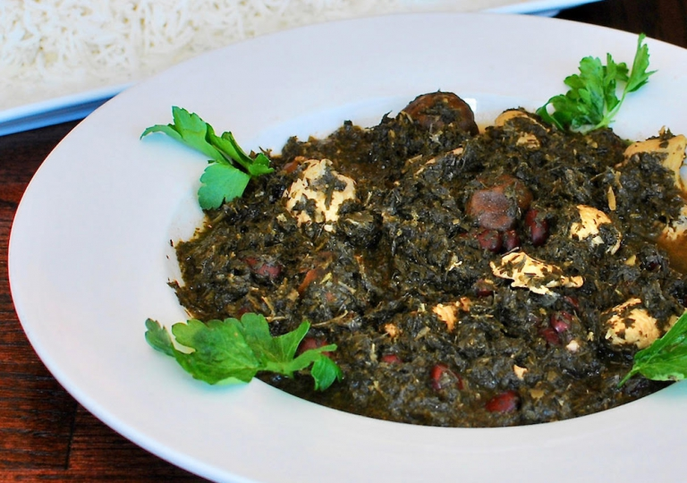 ghormeh-sabzi-spinach-parsley-cilantro-leaks-beans-chicken-lime-rice-close