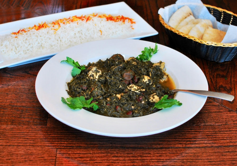 ghormeh-sabzi-spinach-parsley-cilantro-leaks-beans-chicken-lime-rice